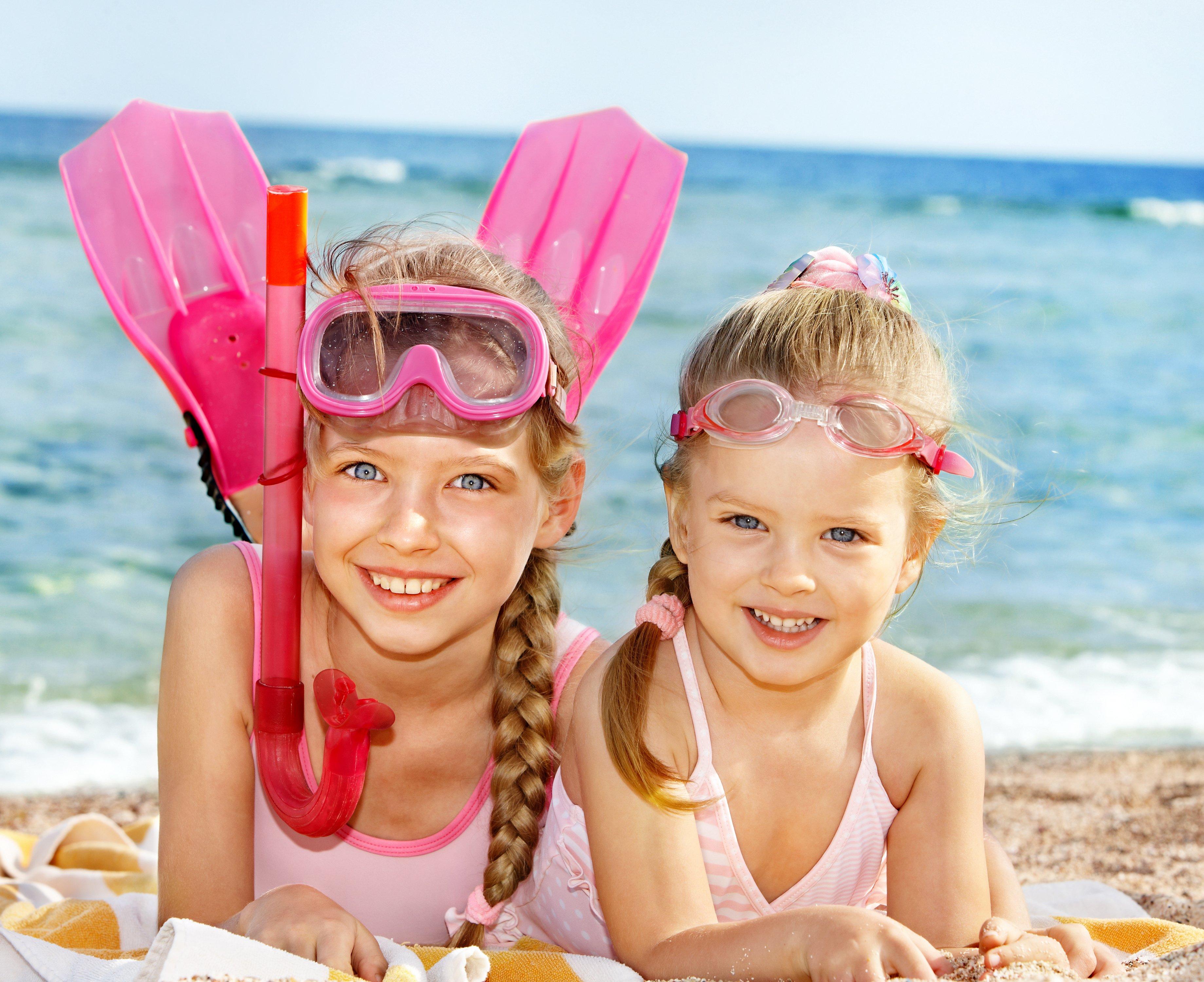 Смотреть фото мальчики на пляже 6 фотография