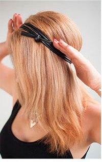 Резинка для греческой причёски, надетая на голову