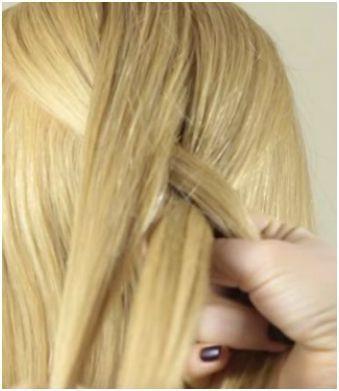 Начало плетения обратной французской косы