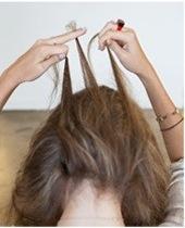Разделение нижней пряди волос на три