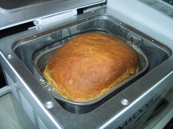 Готовый хлеб в хлебопечке
