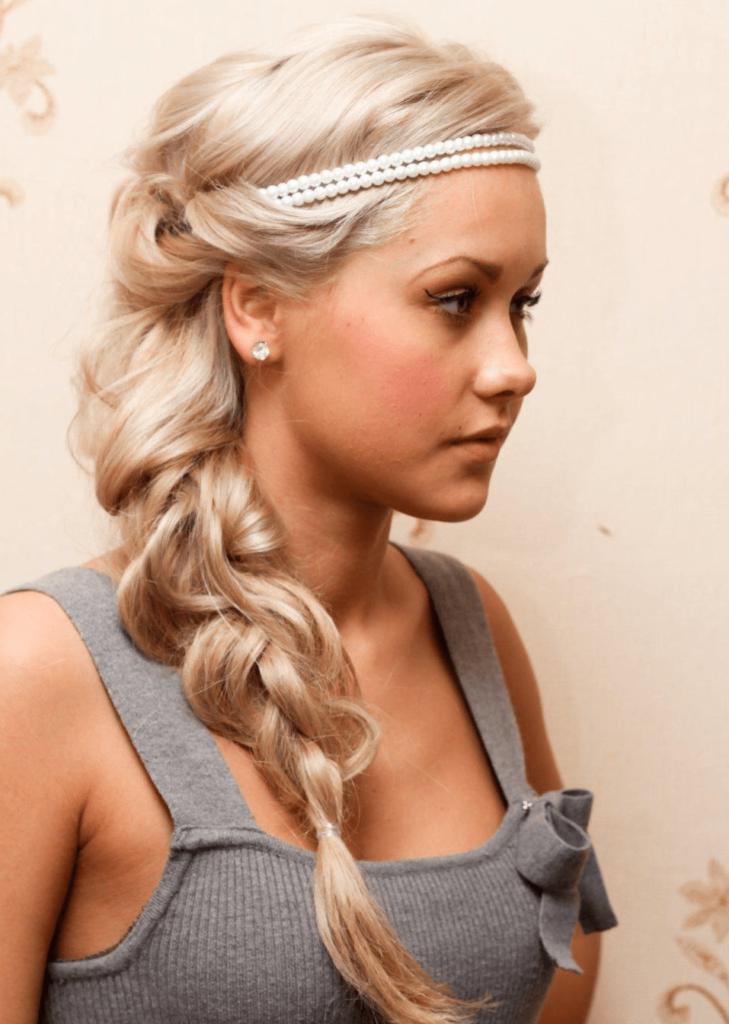 Причёска с повязкой и косой