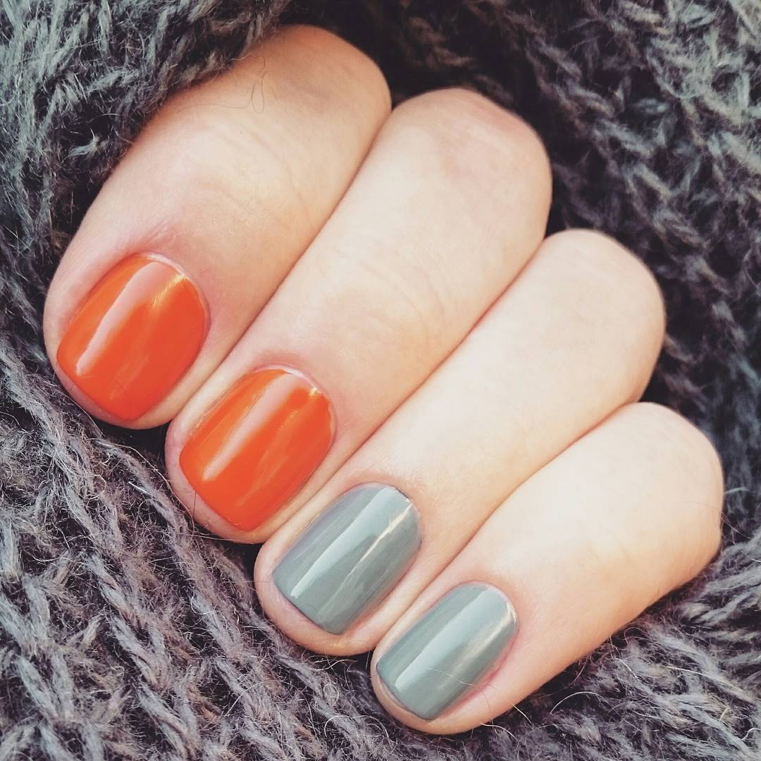 Маникюр на короткие ногти синие