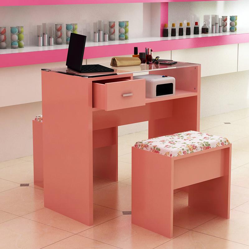 розовый маникюрный стол