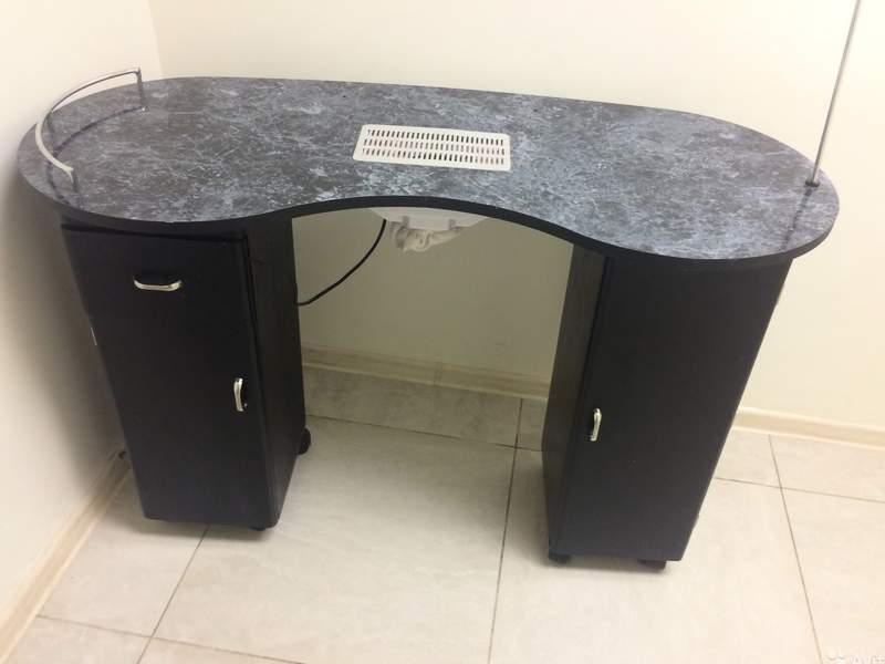 стол со встроенными элементами