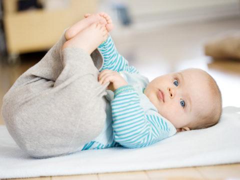 Правила выбора одежды для малышей
