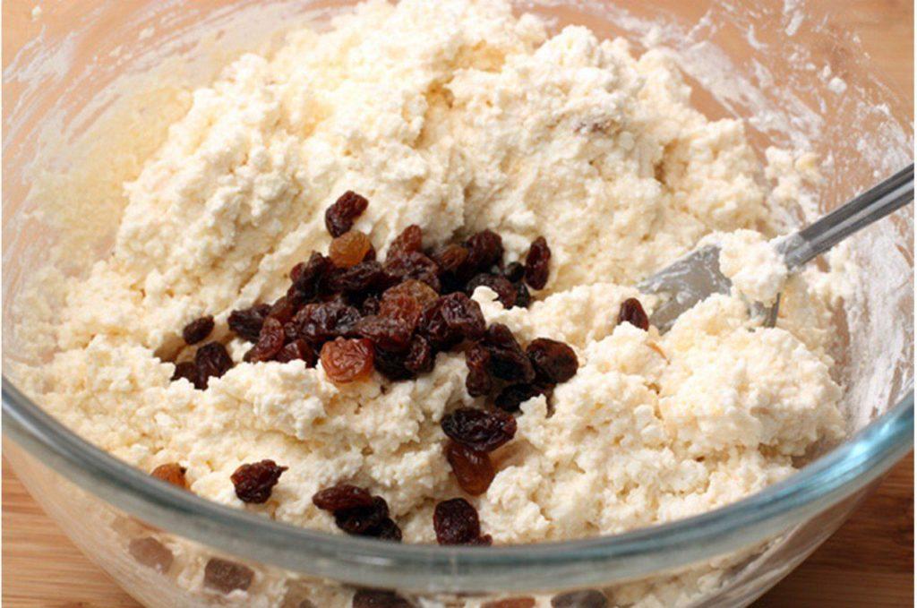 изюм в тесто для сырников