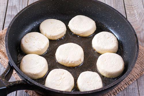 сырники на чугунной сковороде
