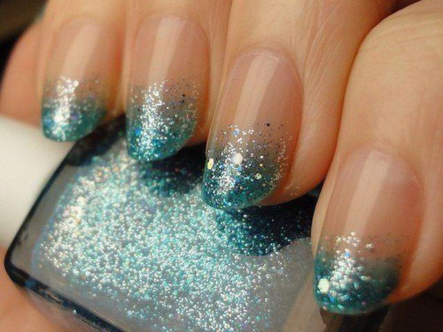 блестящее покрытие нижней части ногтя