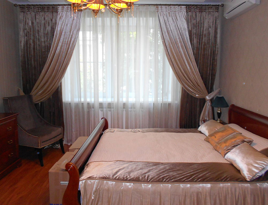 Бархатные шторы кофейного цвета для спальни