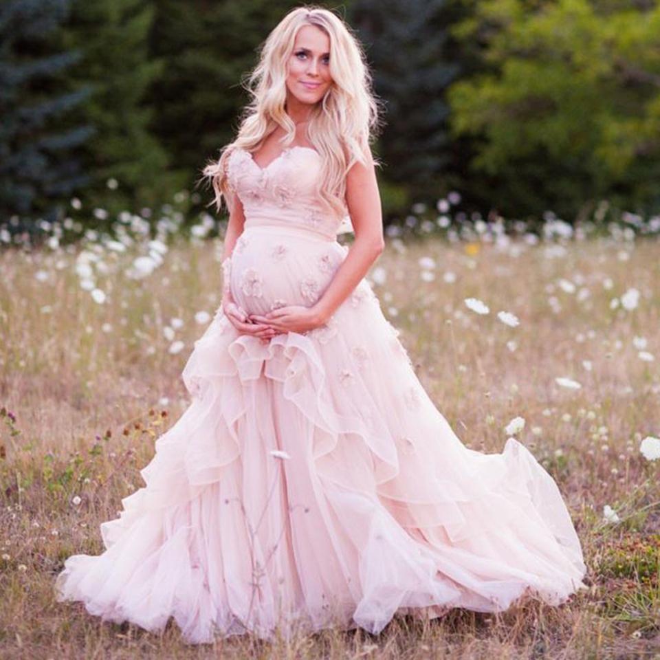 Беременная невеста в розовом платье