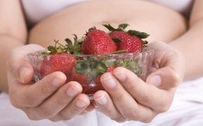 беременным есть клубнику