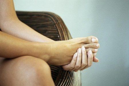 Болят суставы ног у беременных грызет и болит колено