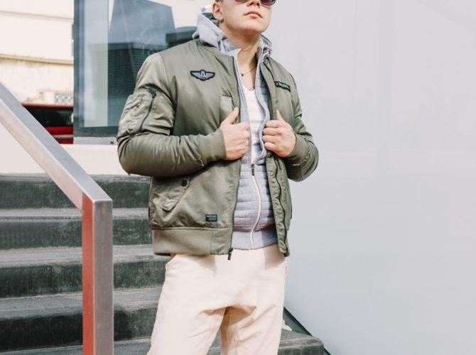 куртка модели бомбер