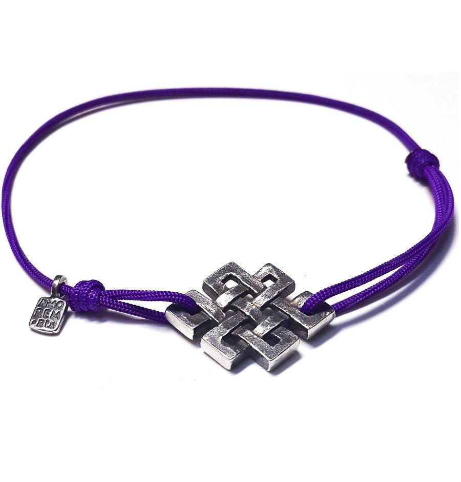 Браслет-нить фиолетового цвета с кулоном