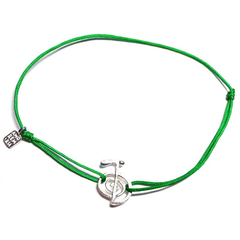 Браслет-нить зелёного цвета с кулоном