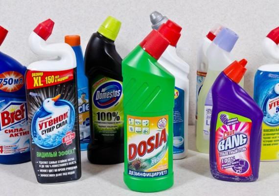 Бутылки с чистящими средствами