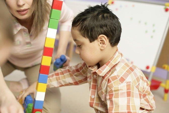 на чем строиться обучение деетй
