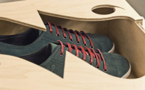Деревянная коробка с обувью