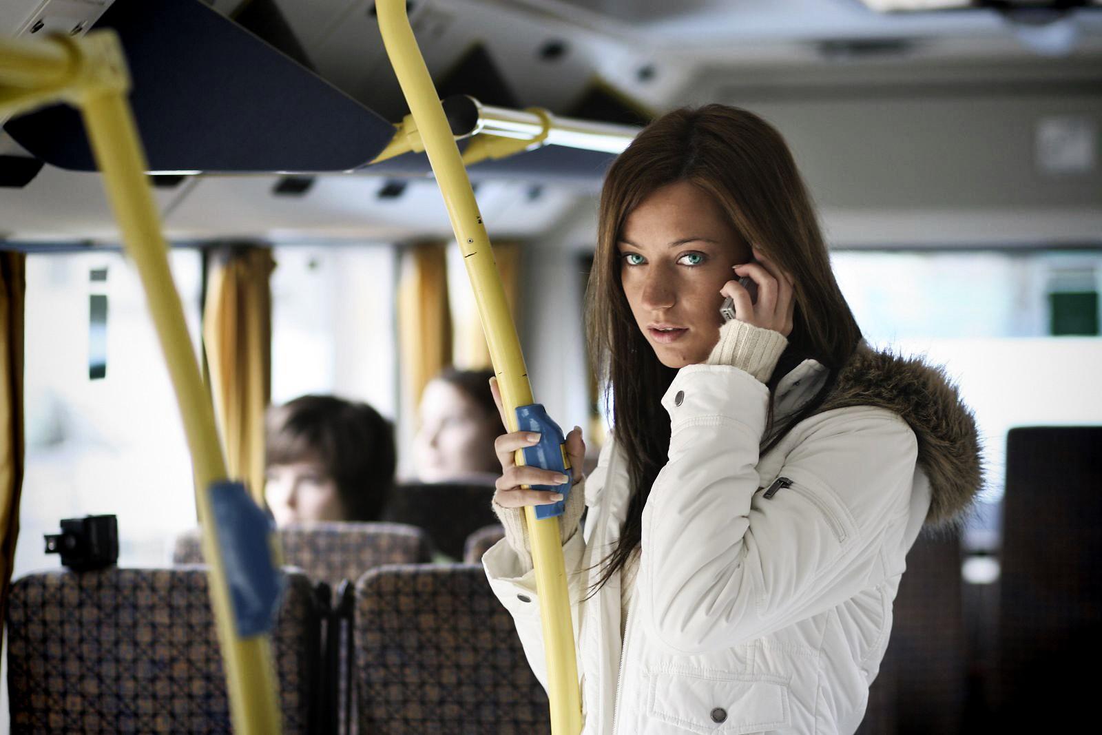картинки мужчина едет в автобусе самом деле