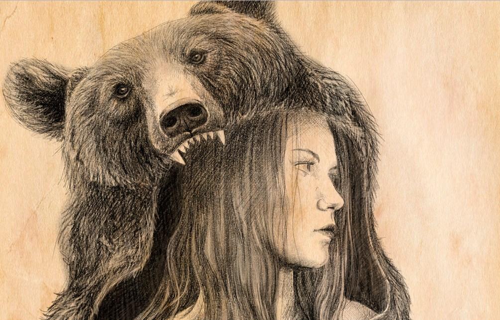Девушка в шкуре медведя