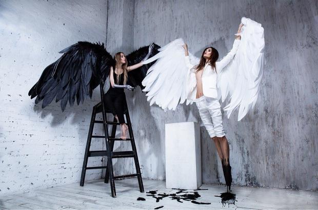 Девушки с белыми и чёрными крыльями