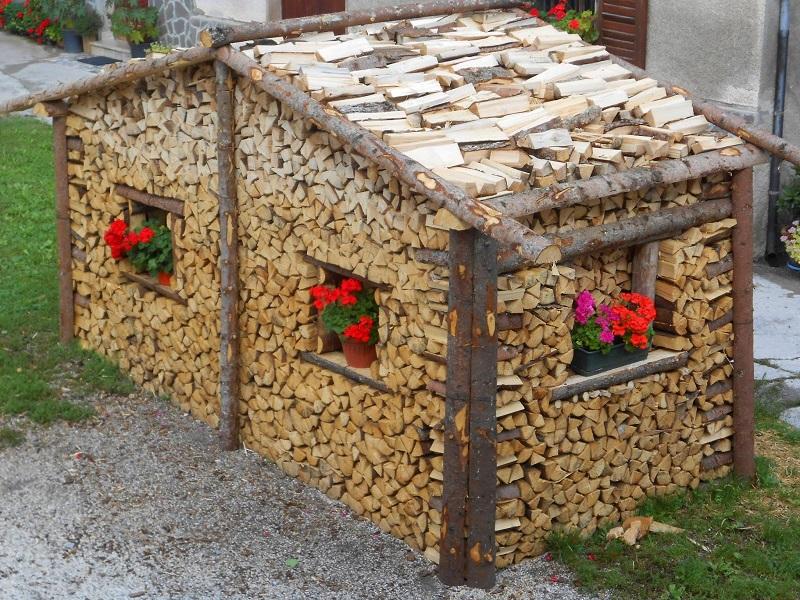 Домик из дров