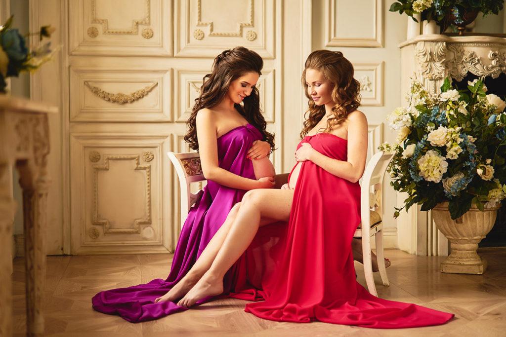 Две беременные женщины