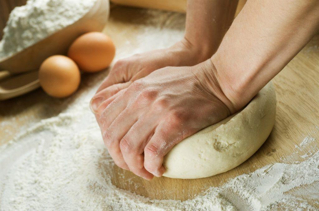 месим тесто
