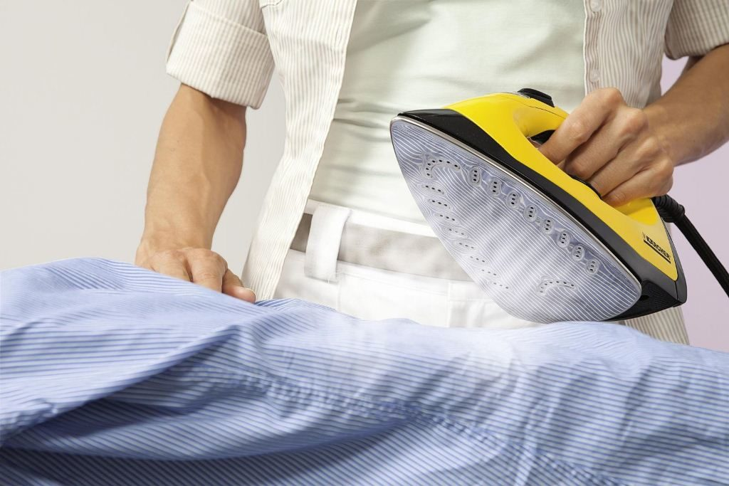 Влажно-тепловая обработка утюгом рубашки