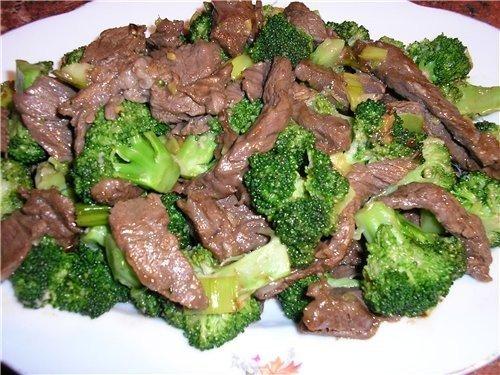Говяжье мясо с капустой брокколи