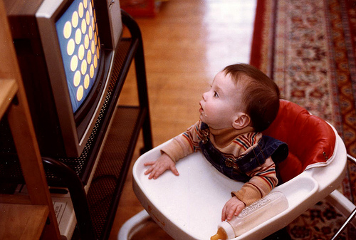 why tv is bad for kids Why is watching tv so bad for you by claudine ryan there's no shortage of research showing links between watching too much television and early death but what is it about vegging in front of the box that is so bad for you.