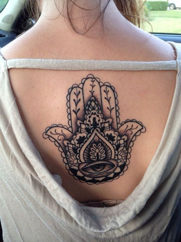Хамса татуировка на женщине