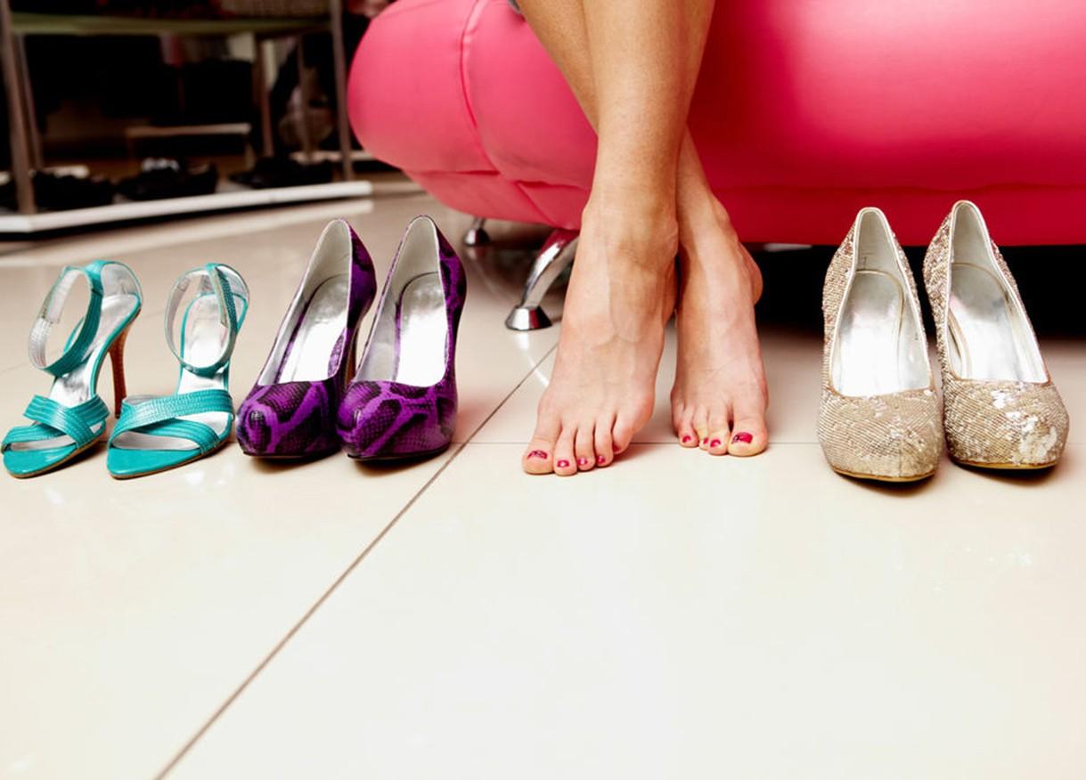 Как сделать тесную обувь больше