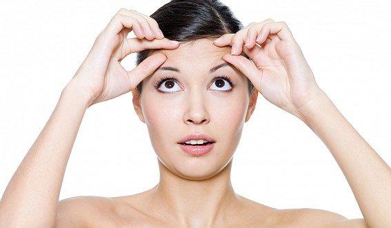 Как убрать морщины на лбу: домашние способы или быстро к косметологам ?