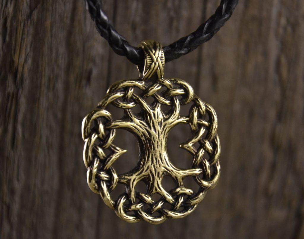 Кельтский амулет в виде дерева