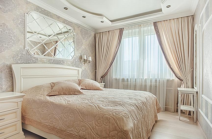 Классический вариант окна спальни