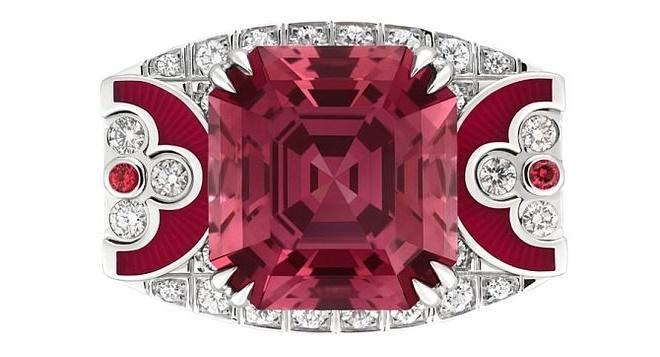 кольцо с красной шпинелью