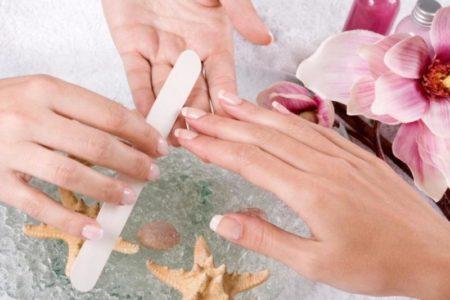 Комбинированный маникюр: среднее аримфетическое в мире ногтевого сервиса
