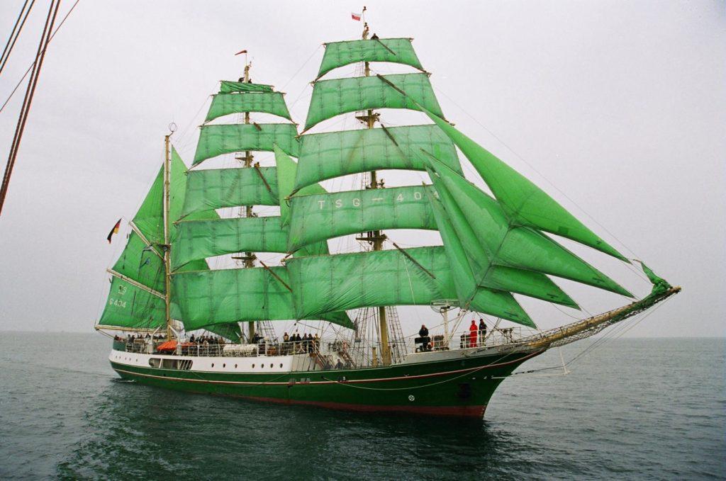 Корабль с зелёными парусами
