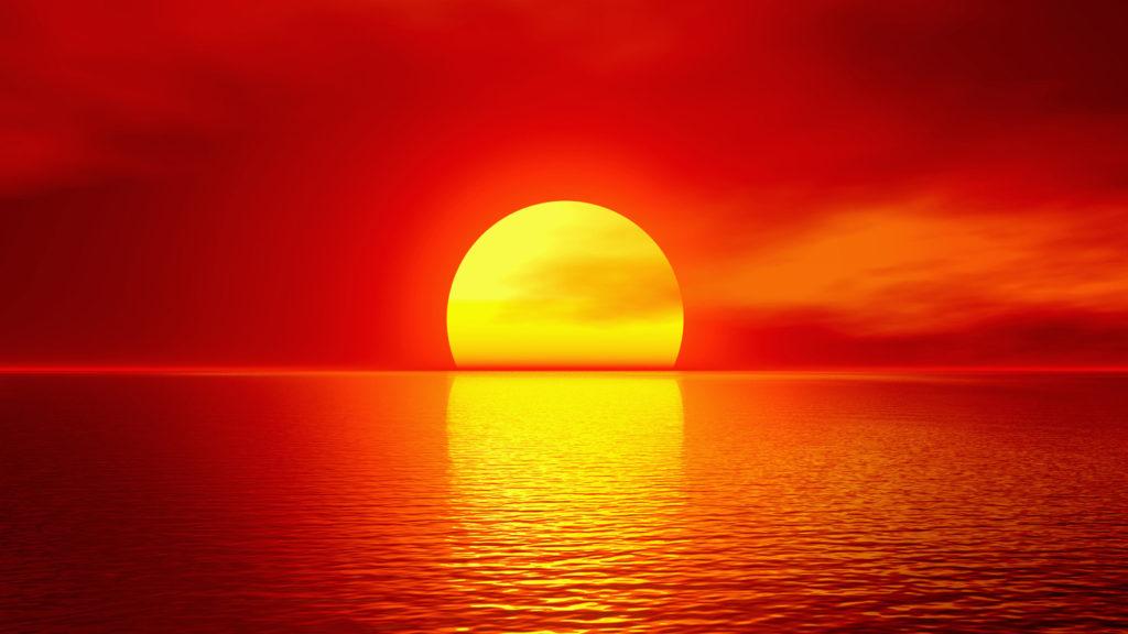 Красное солнце над морем
