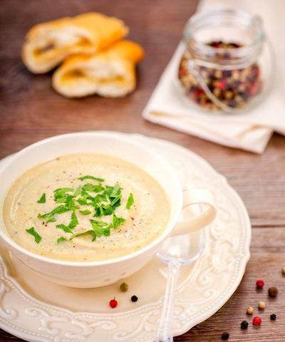 Крем-суп с печенью в чашке