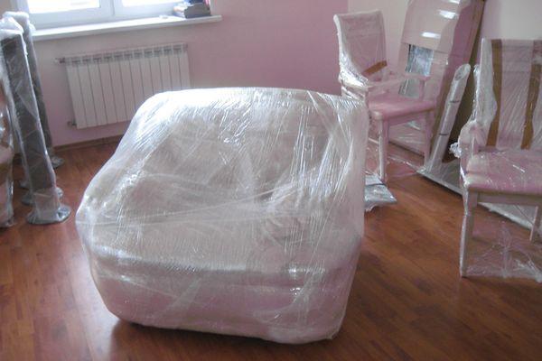 Кресло в полиэтилене