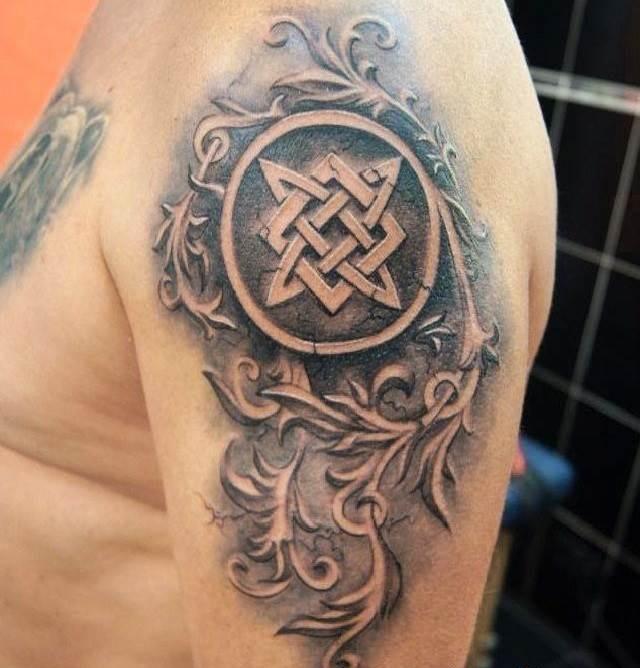 Татуировка в виде Квадрата Сварога