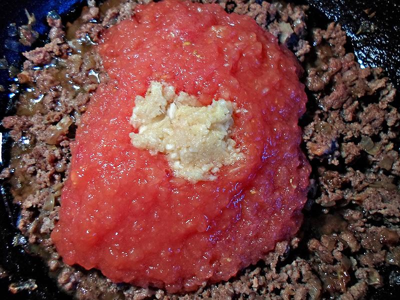 Добавление томатного пюре