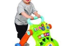 Мальчик катит зелёно-оранжевые ходунки-каталку
