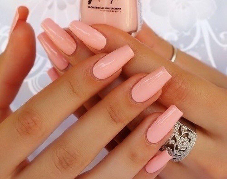 Розовый маникюр с дизайном на длинные ногти