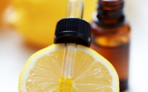 Масло лимона на пипетке