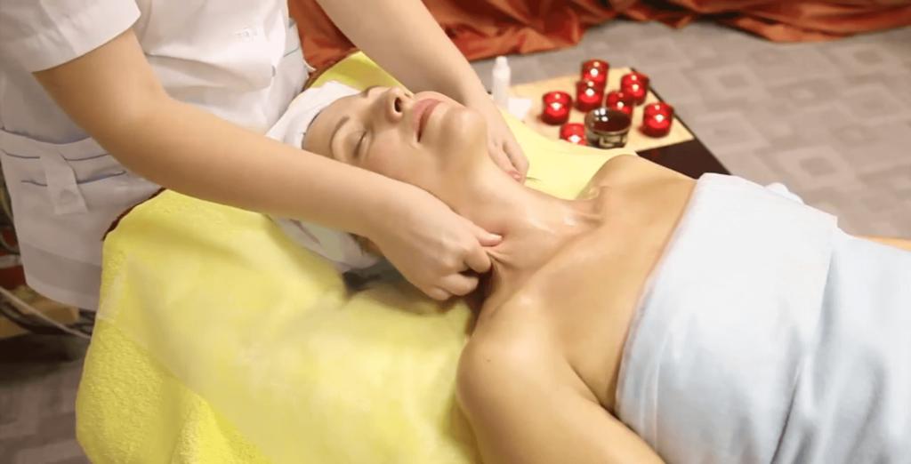 Пощипывание кожи шеи