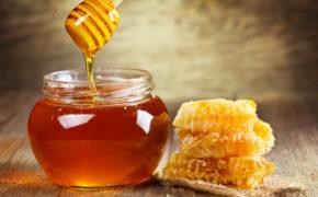 Мёд в прозрачной ёмкости